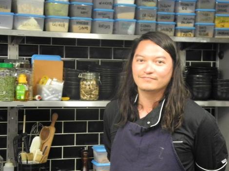 «Küchen-Rebellen» Der Chefkoch des Restaurants «Gramm» kreiert alle zwei Wochen ein neues 6-Gang-Menü. (c) Andres Frosch